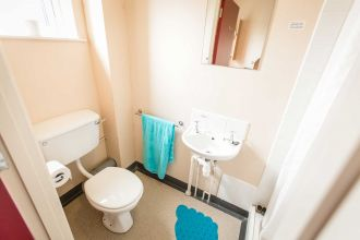 Single ensuite room in a 5 bedroom apartment-Cranagh