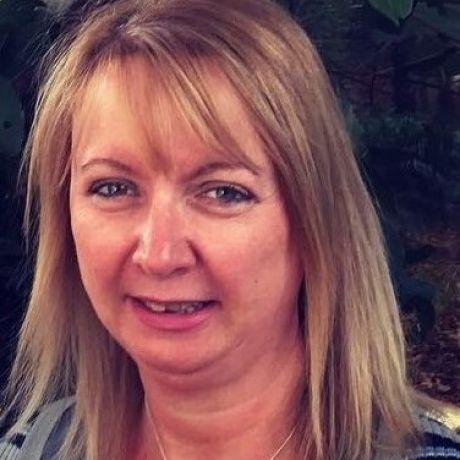 Profile pic Dr Andrea Reid
