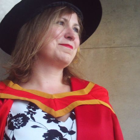 Profile pic Dr Claire Woods