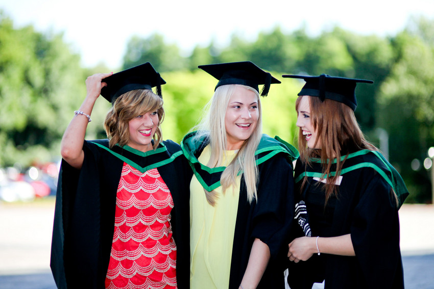 What to wear to graduation - Ulster University Graduation