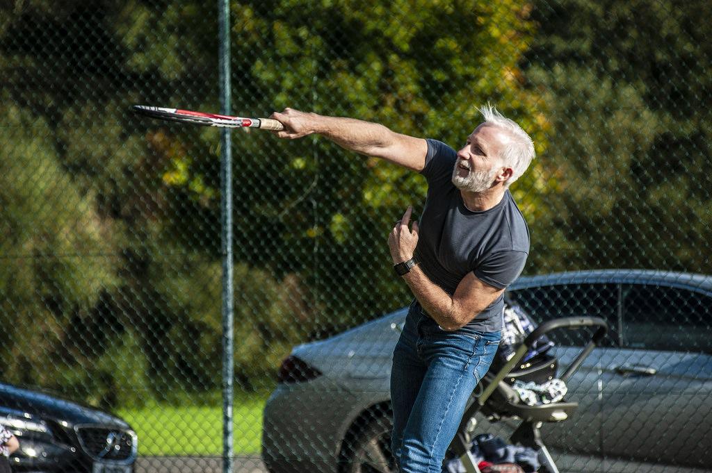 Paul Gilpin playing tennis