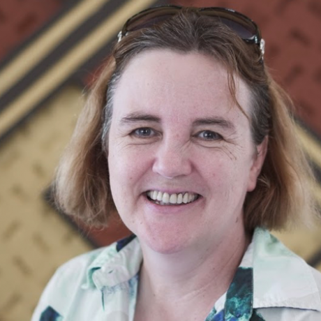 Profile pic Dr Fiona Bloomer