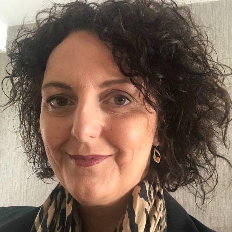 Profile pic Clare Mahon