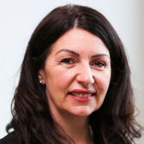 Profile pic Dr Roisin Curran