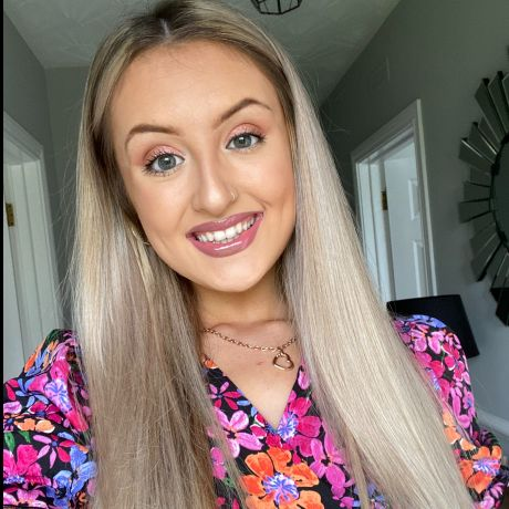 Profile pic Victoria Logan