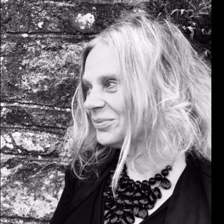 Profile pic Dr Pamela Whitaker