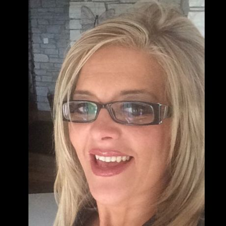 Profile pic Dr Laura Bradley-McCauley