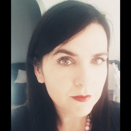 Profile pic Dr Paula McClean